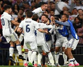 Ronaldo hat-trick puts Madrid into Champions League semis