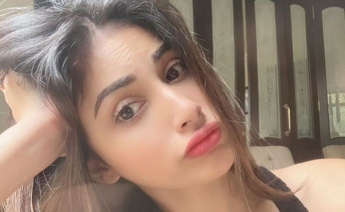 The Naagin actress gets stranded with four day clothes amidst lockdown
