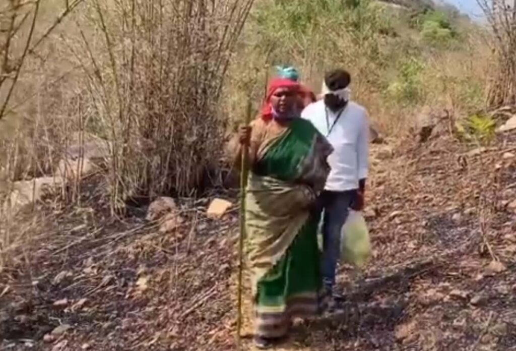 Seethakka's helping Hand To Andhra Adivasis