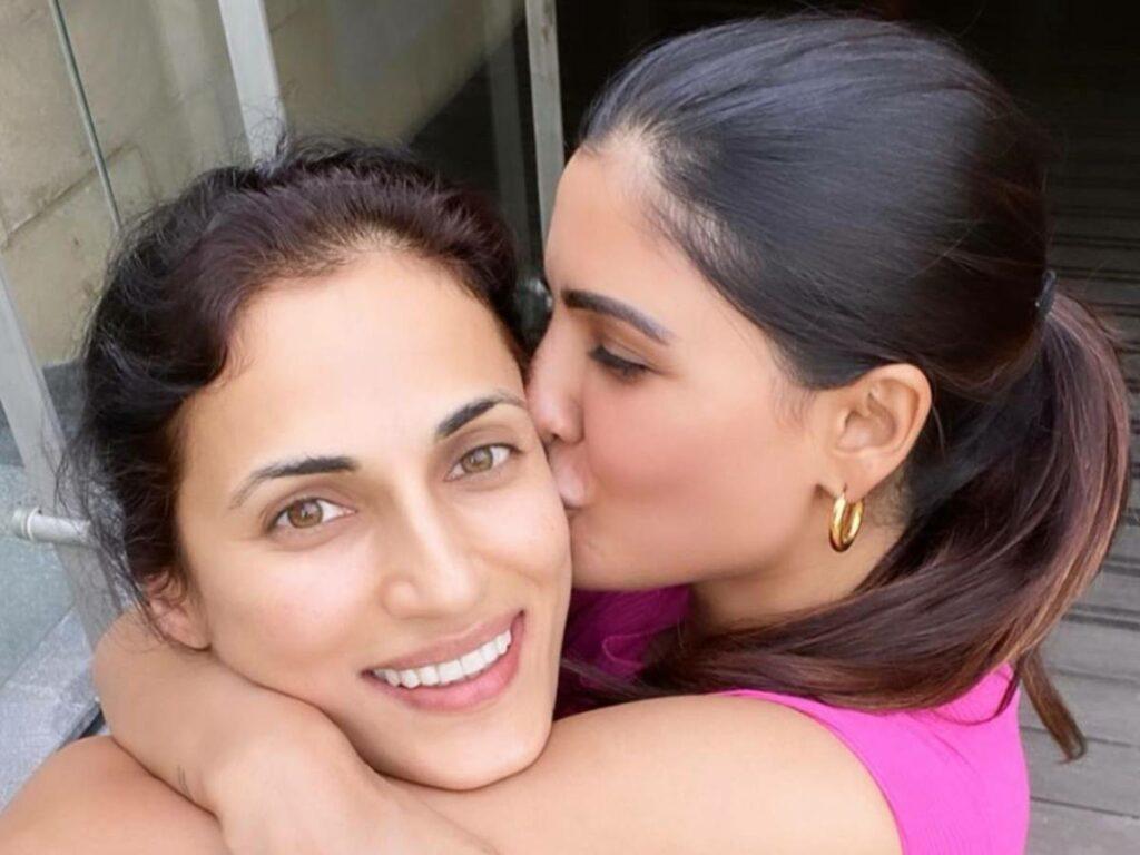 Shilpa Reddy Tests Positive, Samantha Kisses Her!