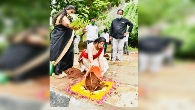 Green India Challenge 3.0: Telugu Actor Nakshatra Plants Saplings In Hyderabad