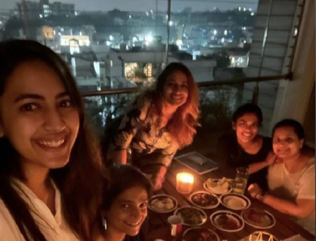 Niharika throws party Mega sisters