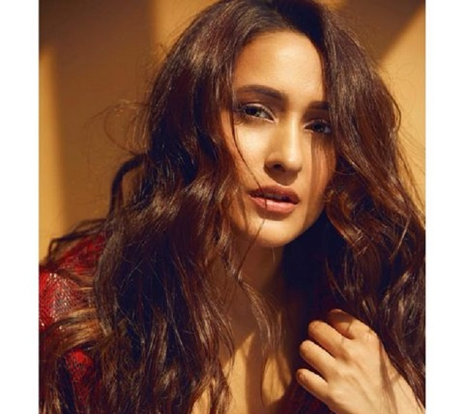 Pic Talk: Pragya's tempting looks