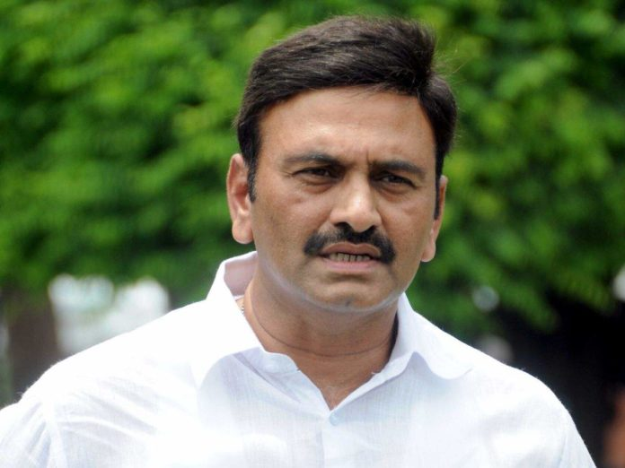 RRR to contest against Jagan