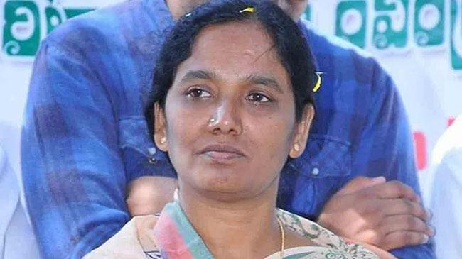 Paritala Sunitha's sensational comments on Chandrababu Naidu