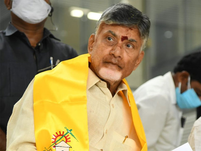 YCP leader threatens Chandrababu with hurling bomb